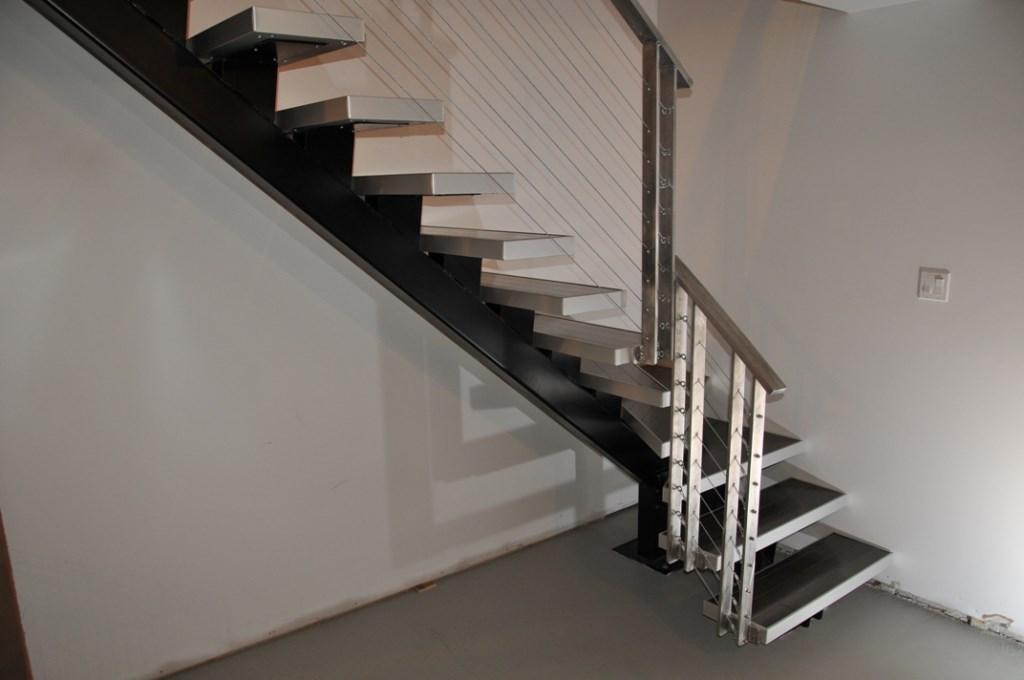 Escaliers modernes en acier r alisations rp evolution inc escaliers r - Escalier bois et acier ...